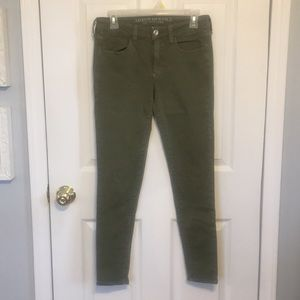 AMERICAN EAGLE ARMY GREEN SKINNY JEANS